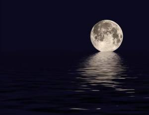 Moonoverocean
