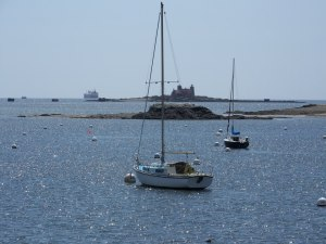 A shot from Fort Foster, that's pretty complete, lighthouse, ship coming in and leisure boats drifting around