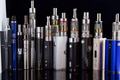 E_Cigarettes,_Ego,_Vaporizers_and_Box_Mods_(17679064871)